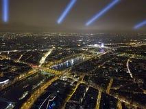 O rio Seine e a roda grande em Lugar de la Concorde fotos de stock royalty free