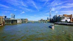 O rio Tamisa Londres imagem de stock royalty free