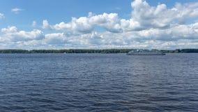 O Rio Volga e a terraplenagem do Samara, Rússia fotografia de stock royalty free