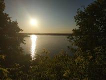 O Rio Volga que corre através da cidade do Samara imagens de stock