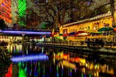 O Riverwalk em San Antonio, Texas, na noite fotos de stock