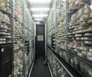 O robô automático da picareta e do lugar para a farmácia armazena aplicações foto de stock