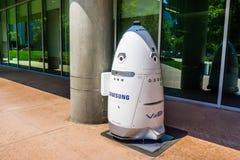 O robô da segurança de Knightscope marcou com o logotipo de Samsung fotografia de stock