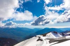 Ośrodek Narciarski przy Kaukaz górami, Rosa szczyt, Sochi, Rosja Fotografia Royalty Free