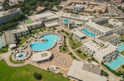 O Rodes, Grécia, em setembro de 2017 - vista aérea do hotel de luxo Foto de Stock Royalty Free
