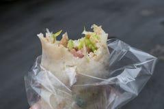 O rolo de mola delicioso de Taiwan no mercado de rua do alimento em Taipei Imagem de Stock Royalty Free