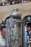 O rolo de Torah no caso magnífico Fotografia de Stock Royalty Free