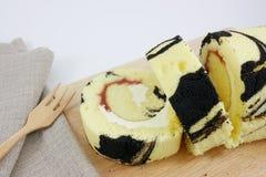 O rolo saboroso do doce do mirtilo Foto de Stock