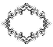 O rolo vitoriano barroco do ornamento floral do monograma da beira do quadro do vintage gravou o vetor caligráfico da tatuagem re Imagens de Stock