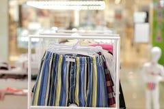 O roupa interior dos homens em um boutique Conceito anuncie, do venda e da forma foto de stock royalty free