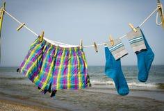 O roupa interior pendura em uma corda e é secado no sol Imagem de Stock Royalty Free