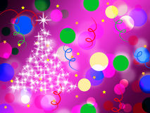 O roxo mancha meios Dots And Sparkling Christmas Tree do fundo Fotos de Stock Royalty Free