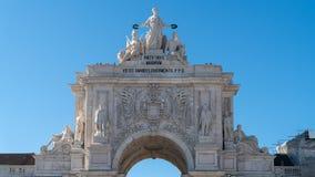 O Rua triunfal Augusta Arch, Arco Triunfal a Dinamarca Rua Augusta no centro da cidade de Lisboa, Portugal imagens de stock