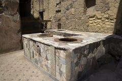 O ruinsvof romano Herculaneum perto de Pompeia, Itália fotografia de stock