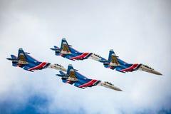 O russo Aerobatic das equipes Knights (vityazi) nos planos MiG-29 no th fotos de stock royalty free