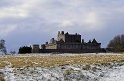 O século do castelo a14th de Craigmillar e foi usado enquanto um filme se ajustou para o Outlander e o rei foragido Imagem de Stock