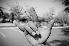 O símbolo da mão, significando aquela eu te amo imagens de stock