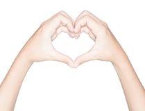 O símbolo do amor do coração da mão do close up isolou o insi branco do trajeto de grampeamento Imagens de Stock Royalty Free