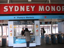 O ` s da almofada introduz no mercado a estação, Sydney Monorail fotos de stock royalty free