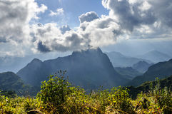 O ` s do céu nublado na montanha de Doi Luang Chiang Dao, província de Chiang Mai, Tailândia Foto de Stock Royalty Free