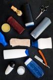 O ` s dos homens ajustou-se para o corpo, o facial e cuidados capilares diários Champô, gel, ferramentas para escovar, sciccors,  fotografia de stock