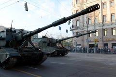 O 2S35 Koalitsiya-SV é uma arma automotora do russo em perspectiva novo Foto de Stock
