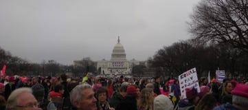O ` s março das mulheres, protesto aglomera-se na alameda nacional, clero no março, Washington, C.C., EUA fotografia de stock royalty free