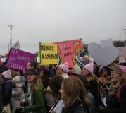 O ` s março das mulheres, resiste o fascismo, meu corpo meus escolha, a favor do aborto, sinais e cartazes, Washington, C.C., EUA Imagens de Stock Royalty Free