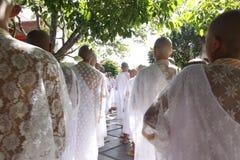 O sacerdócio de Buddis do grupo em Chiangmai Tailândia, em 04/12/2010 fotografia de stock