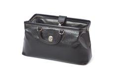 O saco de um doutor aberto do couro do preto do vintage isolado no branco imagens de stock royalty free