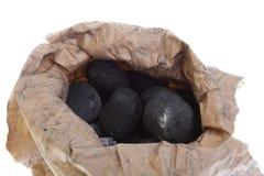 O saco, saco isolou o carvão, pepitas do carbono foto de stock