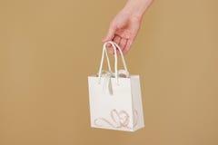 O saco vazio do presente do Livro Branco com corações zomba acima de guardar à disposição Imagens de Stock