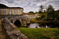 O Saint-Jean-de-Cole é uma vila medieval no norte do Dordogne, França imagens de stock royalty free