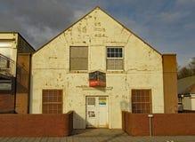O salão da broca na extremidade oriental da esplanada de Sidmouth Uma construção que se deteriorasse por muitos anos imagens de stock royalty free