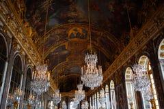 O Salão dos espelhos de Royal Palace de Versalhes fotos de stock royalty free