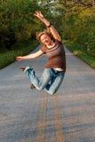 O salto da menina fotos de stock