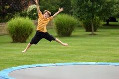O salto do menino Fotos de Stock
