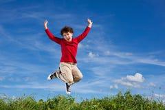 O salto do menino ao ar livre Imagens de Stock