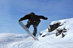 O salto do Snowboarder Imagens de Stock