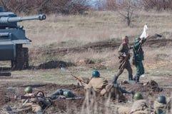 2018-04-30 o Samara, Rússia A vitória dos soldados do exército soviético na batalha sobre as tropas alemãs reconstruction fotos de stock