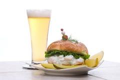 O sanduíche da salada dos camarões com seja imagem de stock royalty free