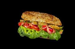 O sanduíche rola com presunto, pepino, alface e tomate foto de stock royalty free