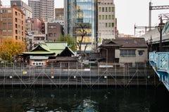 O santuário de Yanagimori é um santuário xintoísmo pequeno na divisão de Chiyoda, Tóquio, situado ao lado do Kanda fotografia de stock