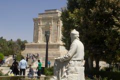 O santuário e a estátua do poeta Firdausi fotos de stock