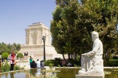 O santuário e a estátua do poeta Firdausi fotografia de stock royalty free