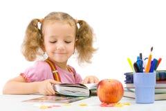 O school-girl agradável com o livro fotografia de stock