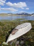 O sculler pelo lago Storrvatnet Imagens de Stock Royalty Free