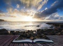 O seascape bonito no por do sol com nuvens dramáticas ajardina o imag Imagem de Stock Royalty Free