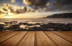 O seascape bonito no por do sol com nuvens dramáticas ajardina o imag Imagens de Stock