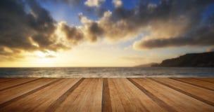 O seascape bonito no por do sol com nuvens dramáticas ajardina o imag Imagem de Stock